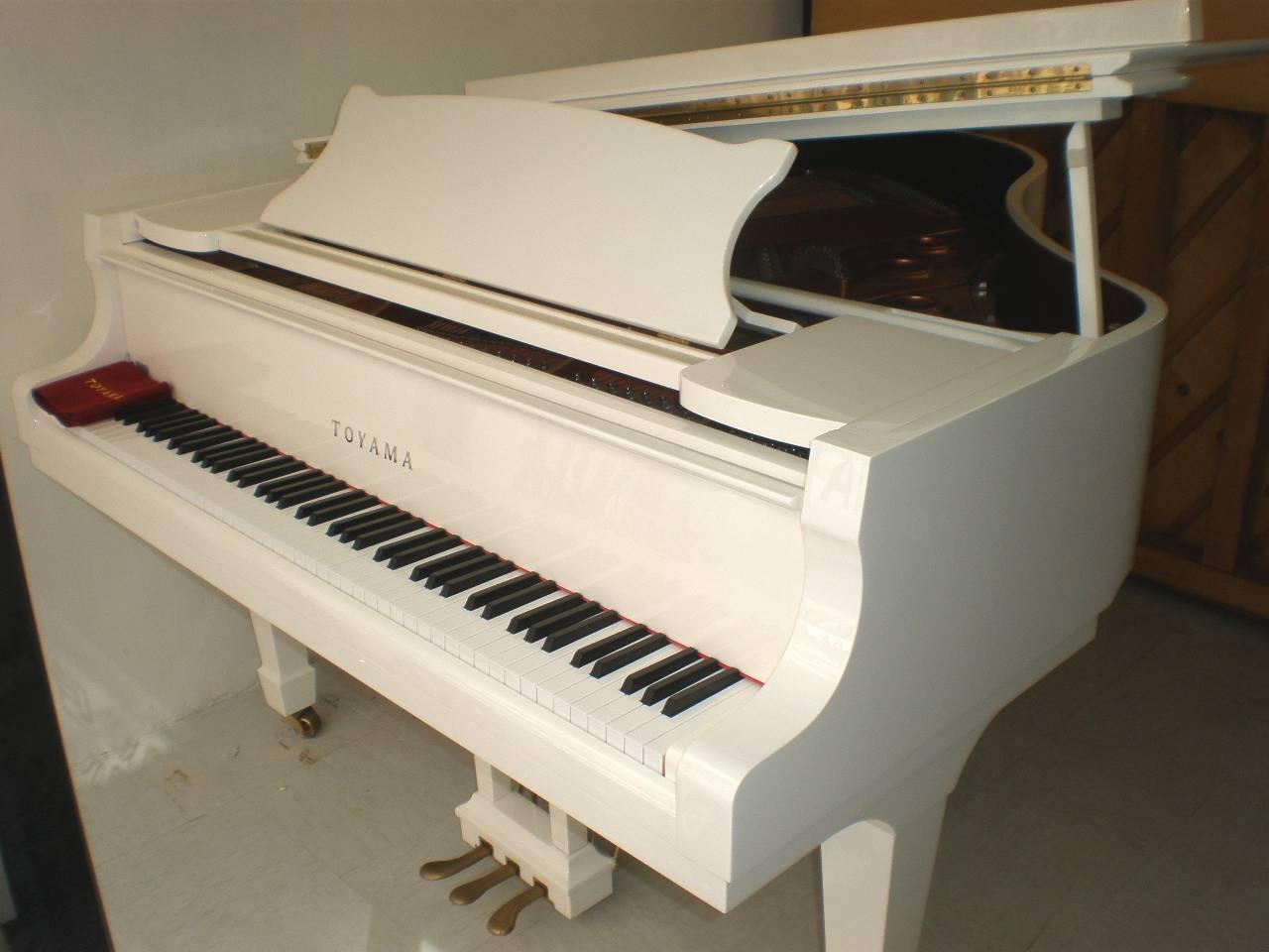 婚禮外租鋼琴 白色三角琴+琴櫈:$6000 包來回搬運、一次調音 白色...  外租鋼琴